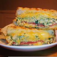 Bacon Guacamole Grilled Cheese Sandwich / Sándwich de Bacón y Guacamole