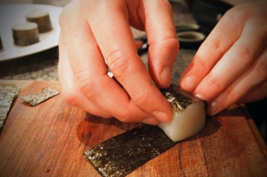 Avocadofriteret kammusling i tempuradej med kaviar og avocado/wasabi-dressing