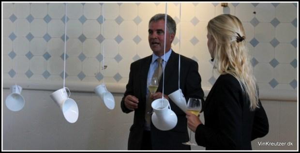 Det er lytterør der hænger ned fra loftet, passede naturligvis perfekt ovenpå vores Riedel Champagneglas