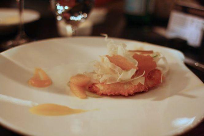 Paneret og smørristet pighvar i selskab af fennikel, citrus og appelsin