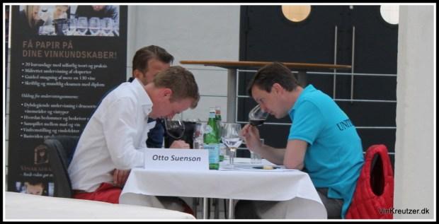 Koncentration ved finalebordet. Barolo i glasset...