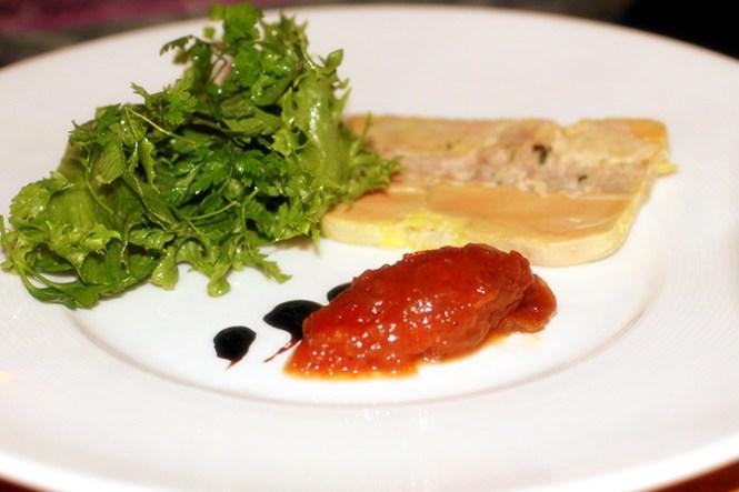 Terrine de Foie Gras de Canard med ristet brioche, chutney og salat...