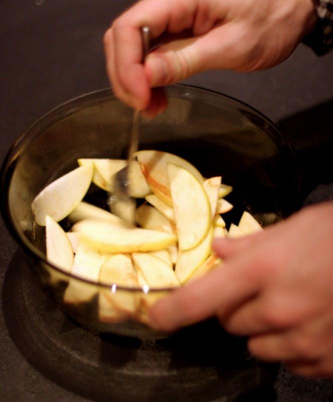 Lidt friske æbler fra haven med kanel...