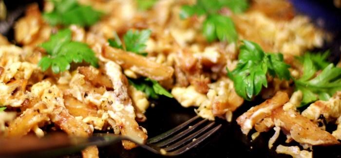 Pommes Frites – med løg, æg og eddike