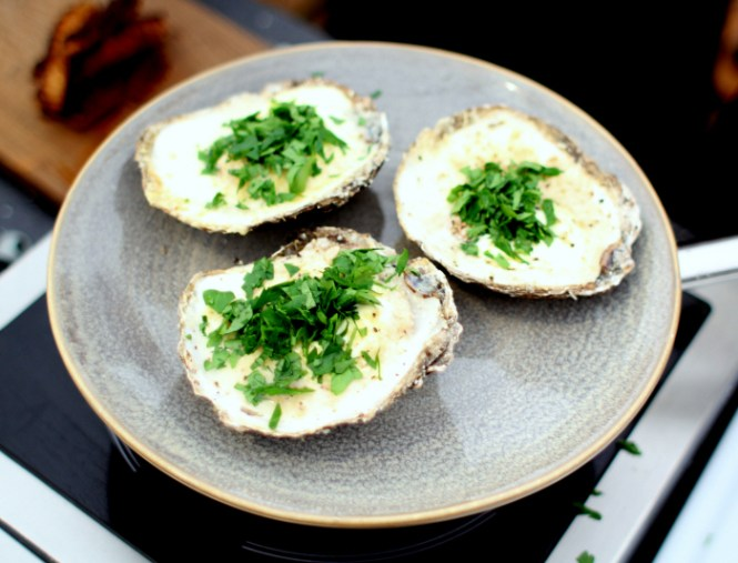 Gratinerede østers med creme fraiche og havgus fra Arla Unika...