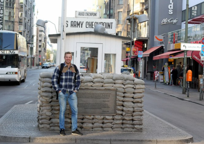 Familiefaren ved Checkpoint Charlie...