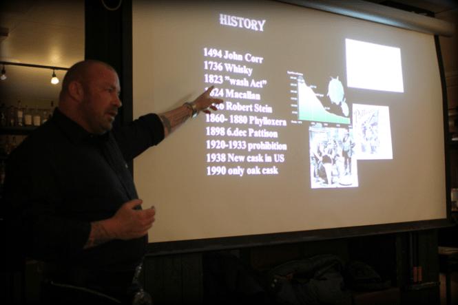 Martin fortæller om whiskyens historie...