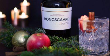 Kongsgaard Raw Gin, Fever-Tree Mediterranean Tonic serveret med æble & kanel – du kan takke os senere.