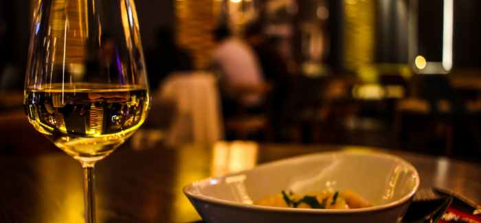 VIN UDEN PIS: Forår, fisk og frejdig hvidvin