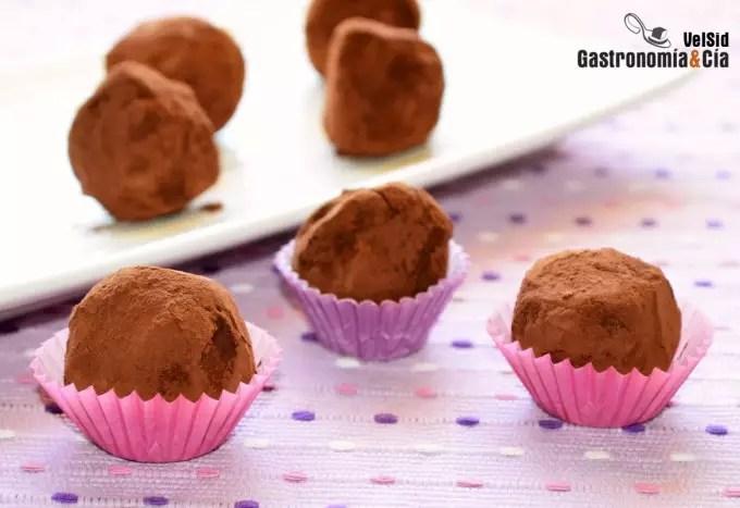 Trufas de chocolate, caramelo y cacahuete