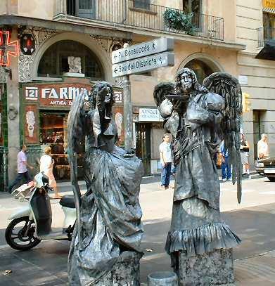 Estatua viviente en Las Ramblas de Barcelona