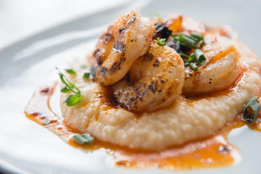 Meditrina: shrimp with cheddar grits