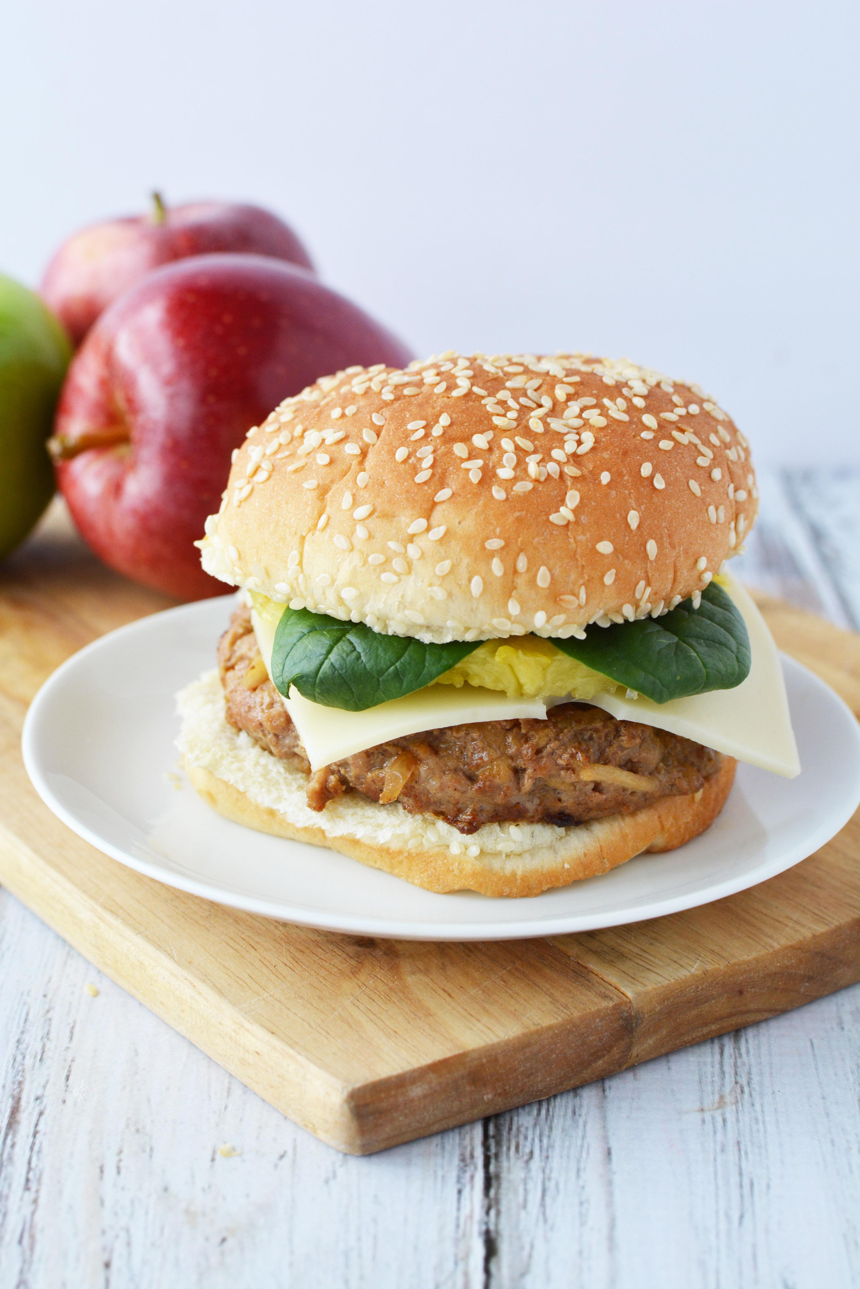 burger de porc sunt combinatia perfecta pentru cea mai ușoară, savuroasă si frageda rețetă de burger pe care o vei face vreodată!
