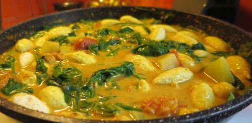Mini quenelles au curry et aux épinards