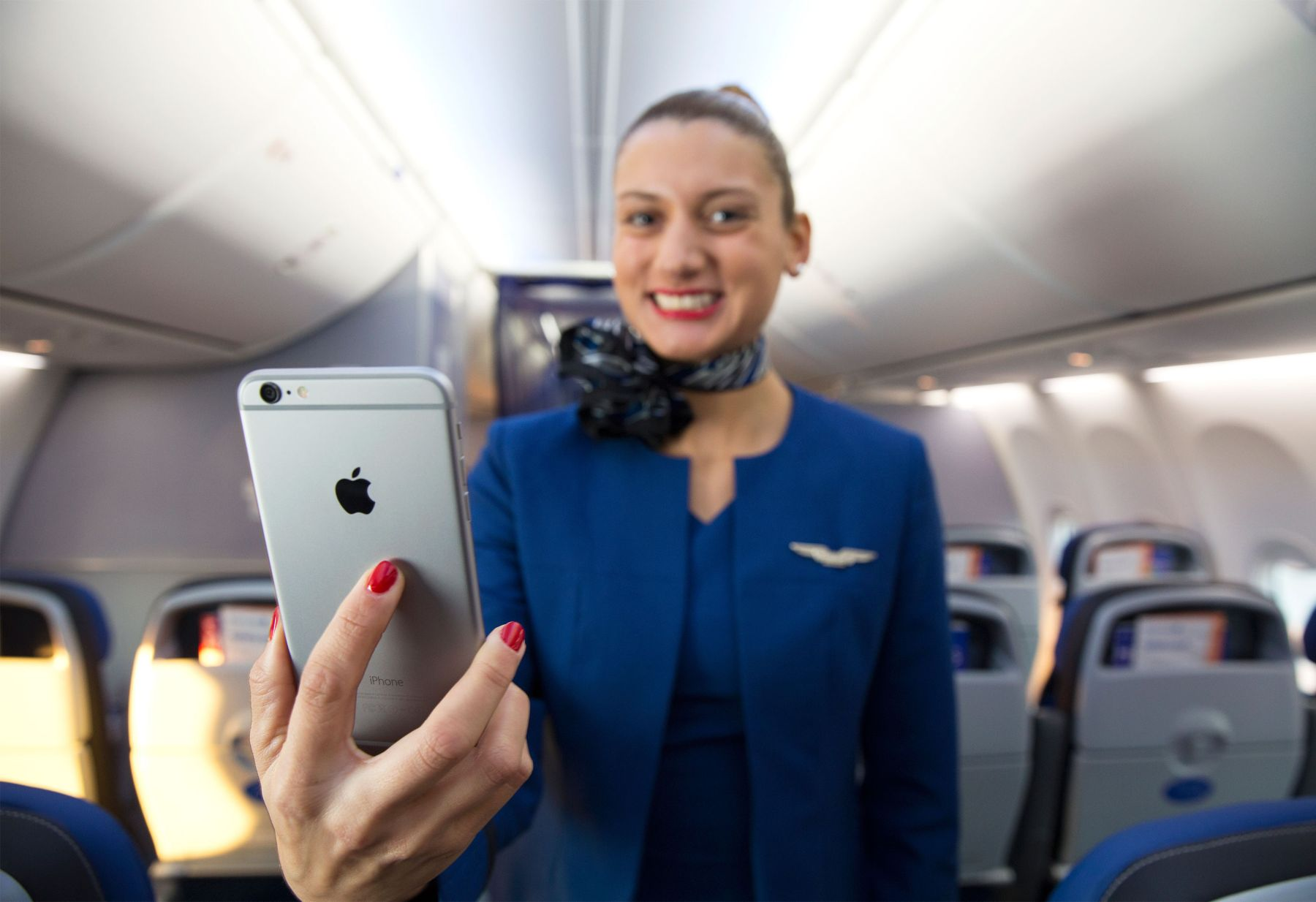 United flight attendants will get the iPhone 6 Plus for supporting you