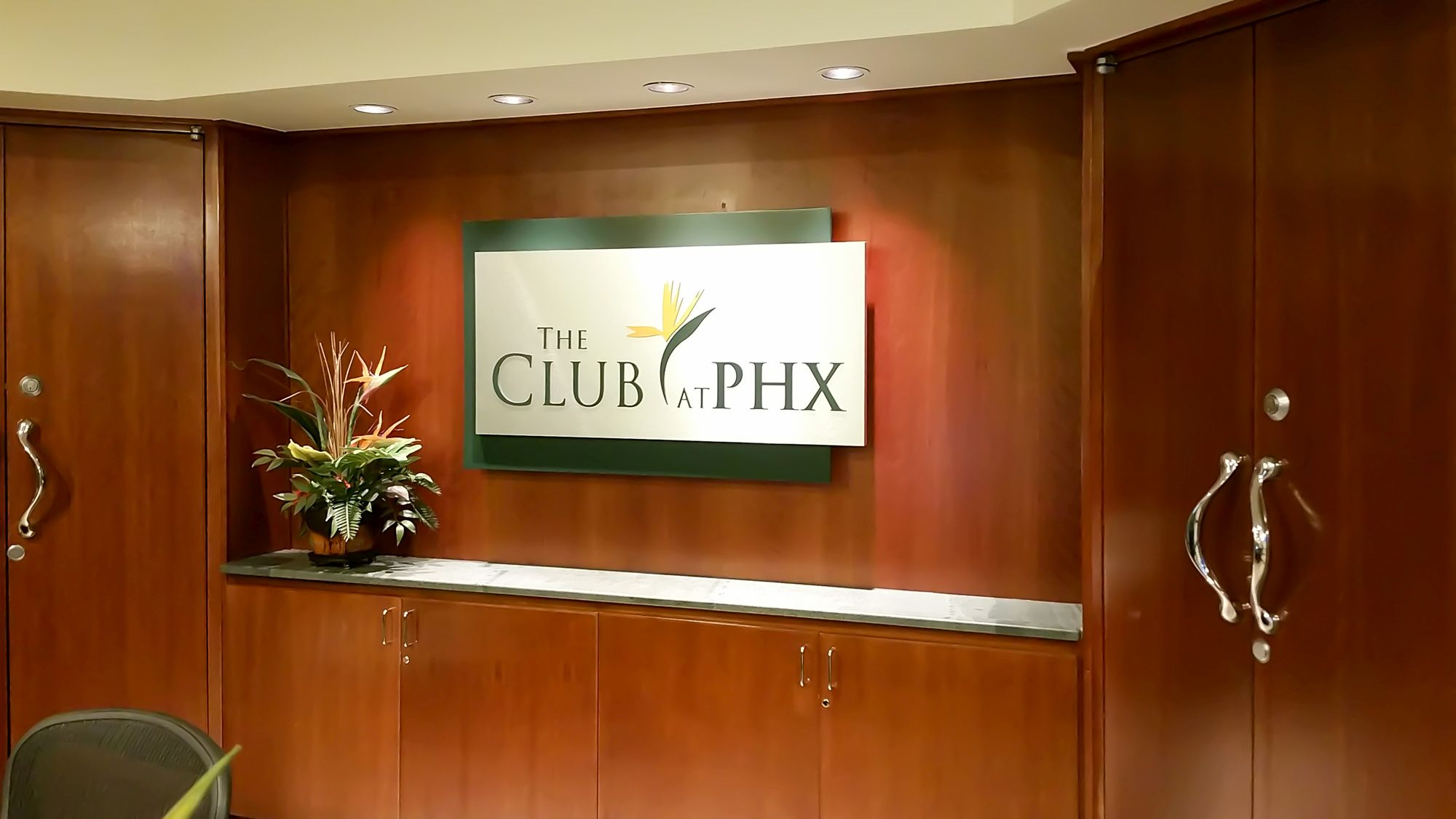 Lounge Review: The Club at PHX – Sky Harbor