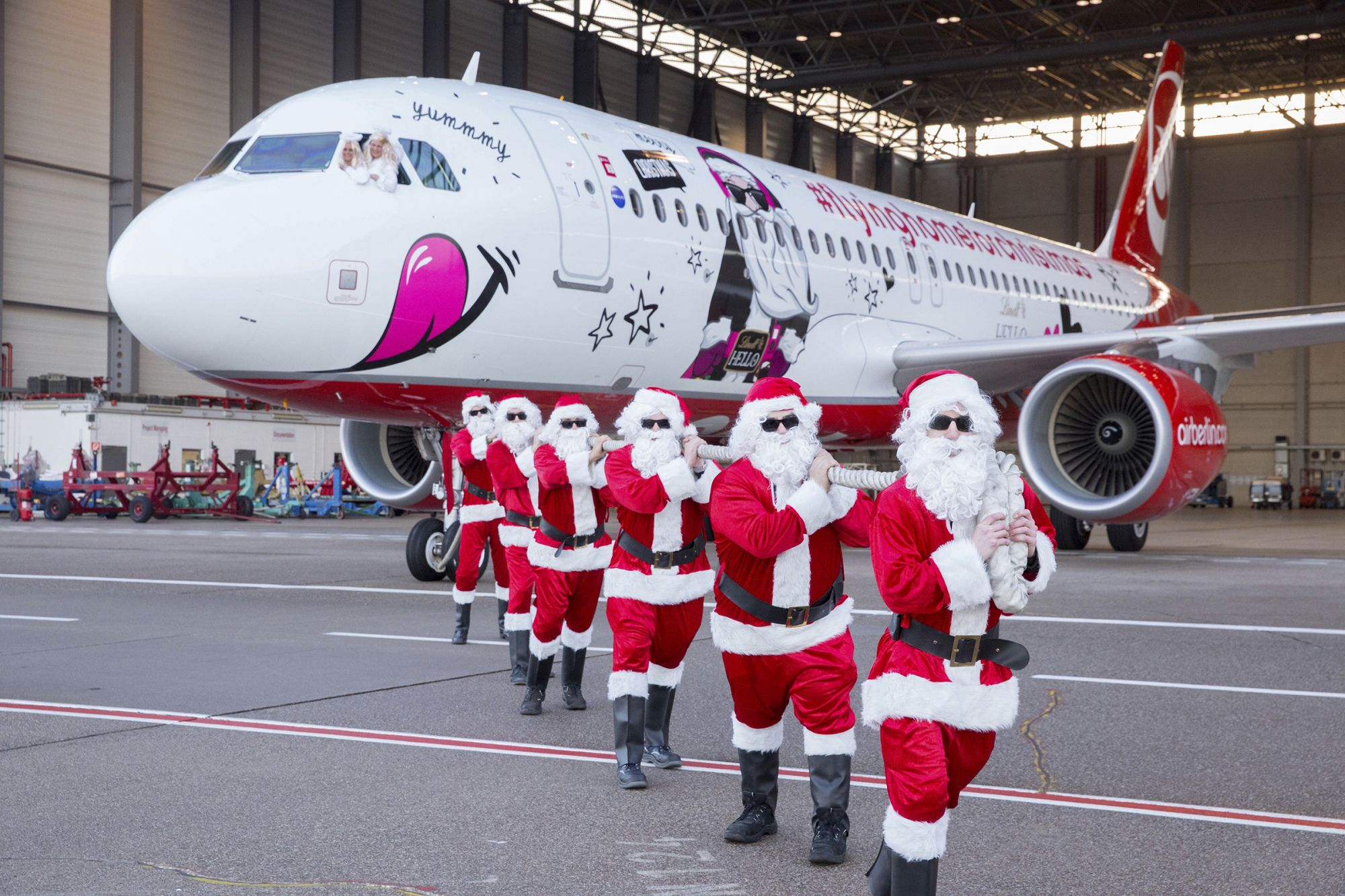 This year's Airberlin Christmas Flyer takes off for a new season