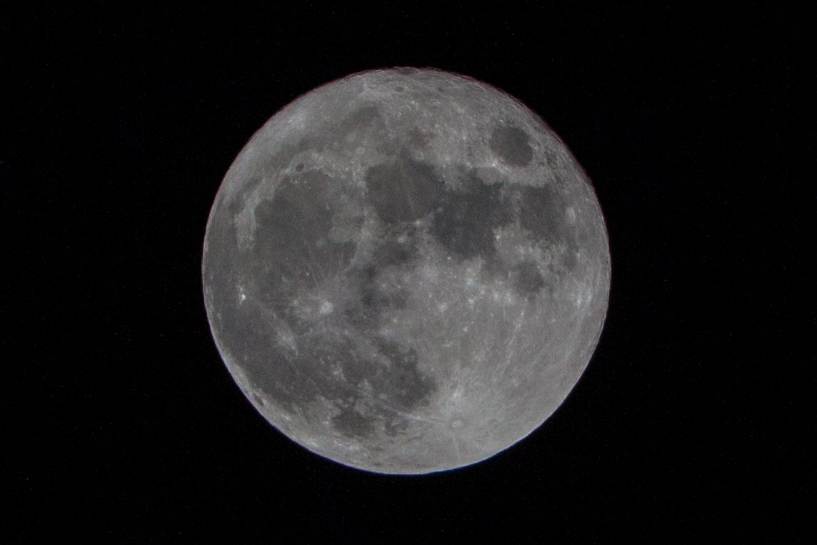 Photo of the Week: Full Moon on Christmas Day