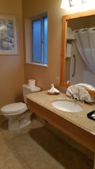 2 Queen Bed Room Bathroom