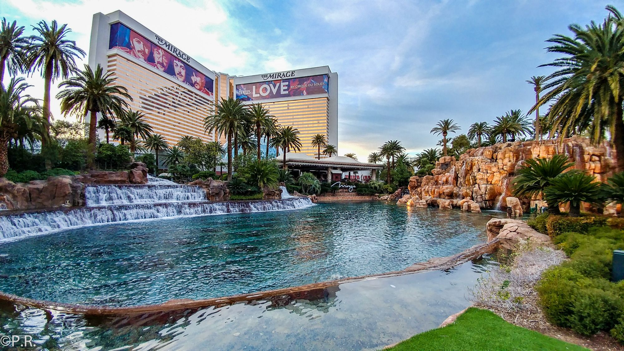 Hotel Review: The Mirage – Hotel and Casino