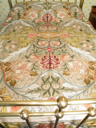 Acanthus bedspread (Standen © National Trust / Jane Mucklow)