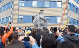 The unveiling of the Nunavut Tunngavik Inc. 20th Anniversary Nunavut Land Claims Agreement monument (2013)
