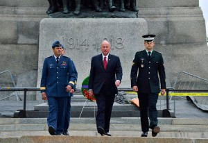 General Tom Lawson (left), Chief of Defence the Staff and The Honourable Rob Nicholson (centre), Minister of National Defence return after laying a wreath in front of the National War Memorial during a Commemoration event in Ottawa, Ontario on October 23, 2014. (Department of Defence)