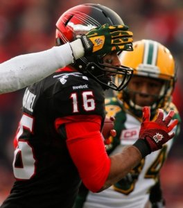 Marquay McDaniel out-runs the Eskimo defence for one of four first-half Calgary touchdowns.