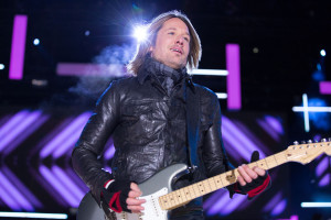 Keith Urban performs at ET Canada's New Year's Eve at Niagara Falls (CNW Group/Entertainment Tonight Canada)