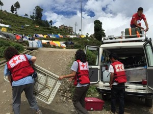 Mobile medical team getting set up in the Haku camp for displaced people in Dhunche, Nepal. /Photo courtesy: Nicole Robicheau, Canadian Red Cross.