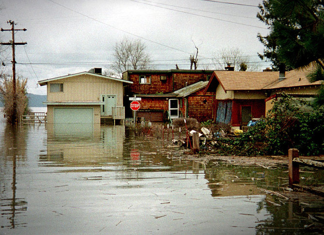 Flooding in Clear Lake, California, March 1 1998, during the 1997-1998 'super' El Niño event. Dave Gatley/FEMA