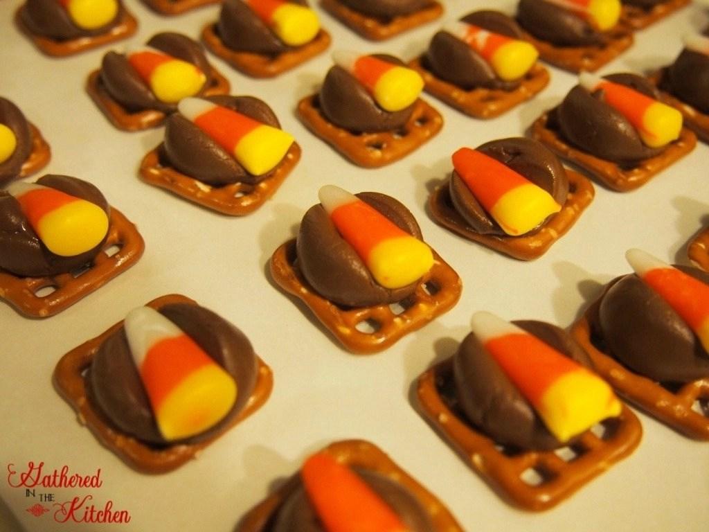 hershey-kiss-candy-corn-pretzel-melts-