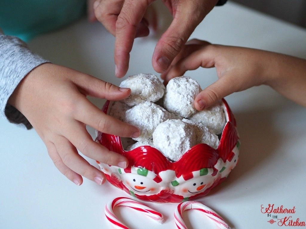 Delicious and easy to make Snowball Cookies aka Mexican Wedding Cookies and Tea Cakes