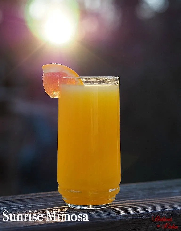 Sunrise Mimosa, celebrate mom with these gorgeous and delicious brunch time mimosas!