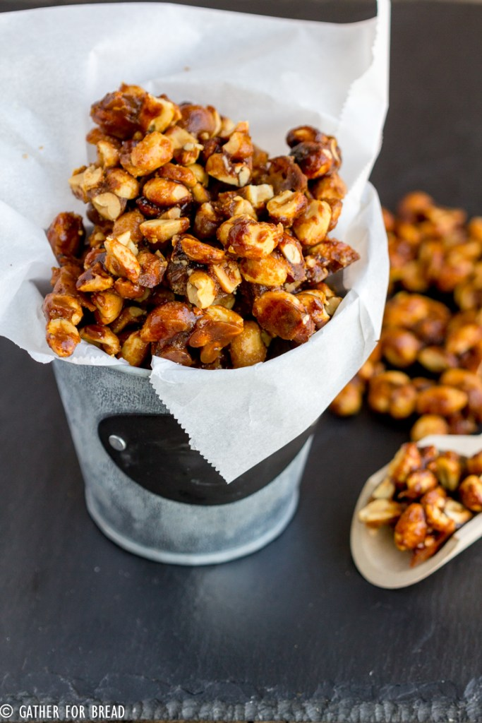 Sweet and Crunchy Peanuts - Glazed peanuts with a sweet homemade mixture of sugar and butter for easy snacking. Perfect for the holidays! Homemade gift from your kitchen to theirs.