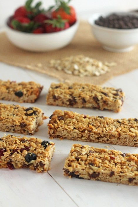 Mixed Berry Chocolate Chip Granola Bars | Carmel Moments | Delightful chewy granola bars chock full of berries and mini chocolate chips.