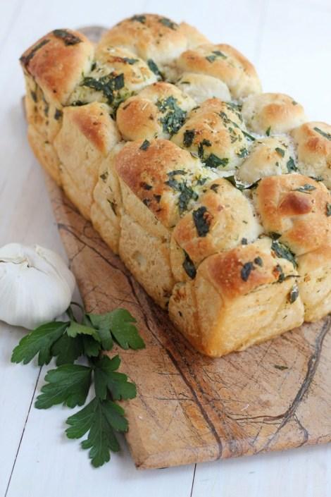 Pull Apart Garlic Bread --Easy and delicious homemade pull apart garlic bread. | gatherforbread.com