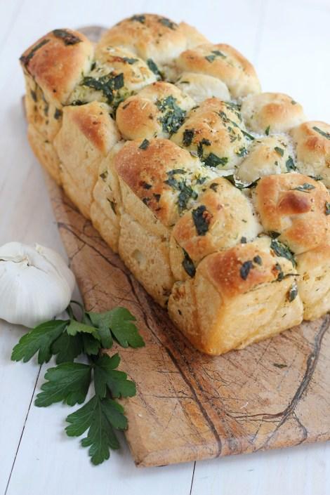 Pull Apart Garlic Bread --Easy and delicious homemade pull apart garlic bread.   gatherforbread.com