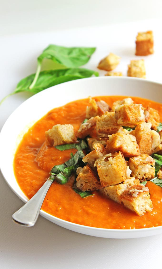 Fresh-tomato-soup-with-gruyere-croutons-6802