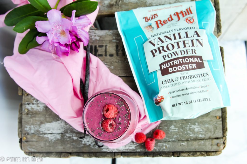 Raspberry Vanilla Protein Smoothie - Make this healthy easy fruit breakfast smoothie. Made with berry, banana and vanilla. Without yogurt, packed with nutrition.