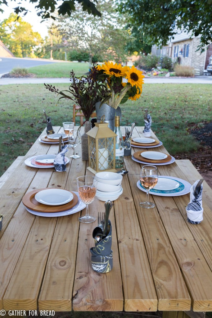 Fall Harvest Gathering- Planning a  dinner party for autumn with ideas for recipes, free invite printables, tablescape decor and more. Hosting friends at the table with fall's harvest. #printable #fall #harvest #gathering #gather #partyideas