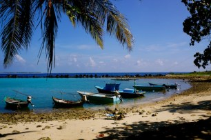 https://gatheringbooks.org/2016/04/05/photo-journal-shipbuilding-in-mahibadhoo-maldives/