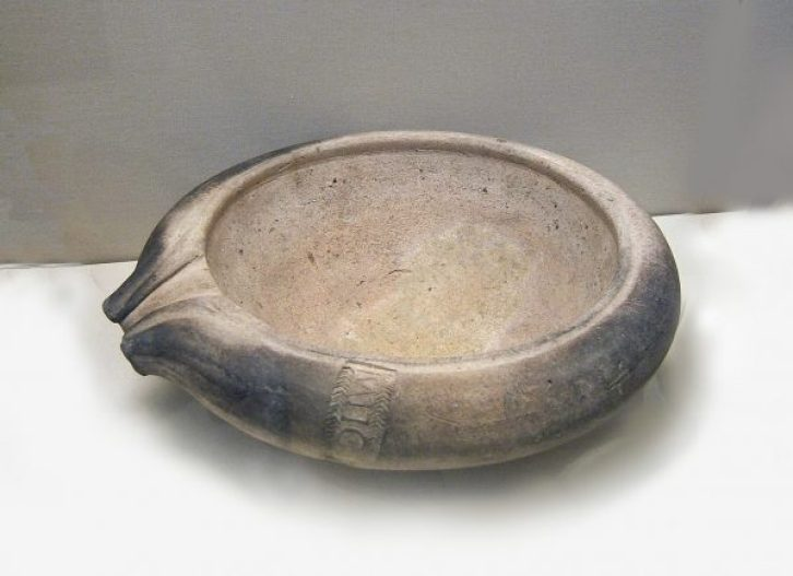 Roman_pottery_mortarium1stCADBrit-600x435.jpg