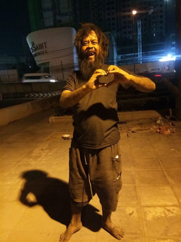homem vende limoes gatos abandonados morador de rua coracao