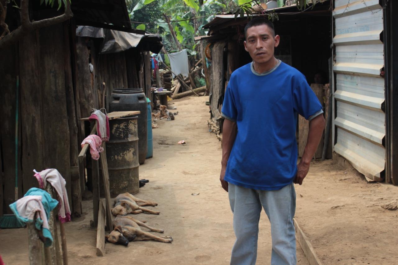 Giovanni Mendoza trabaja en las fincas cernadas al caserío. Tenía medios para subsistir los primeros 15 días en cuarentena. Foto/Carolina Amaya