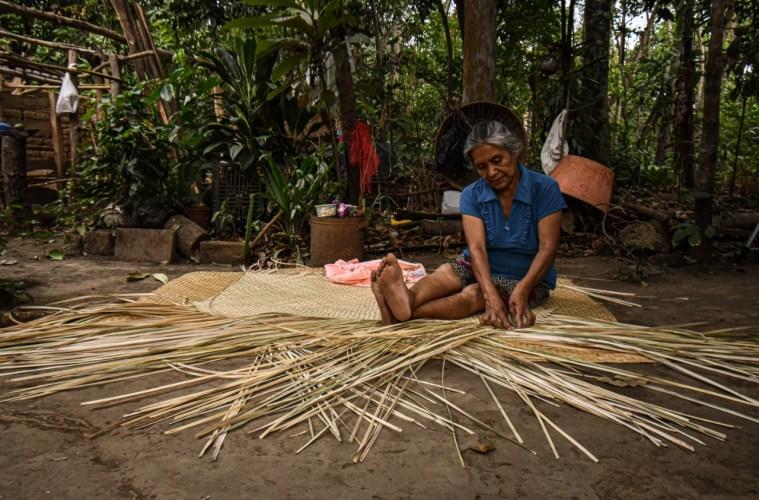 La intervención del río Sensunapán pone en riesgo a las artesanas de Nahuizalco