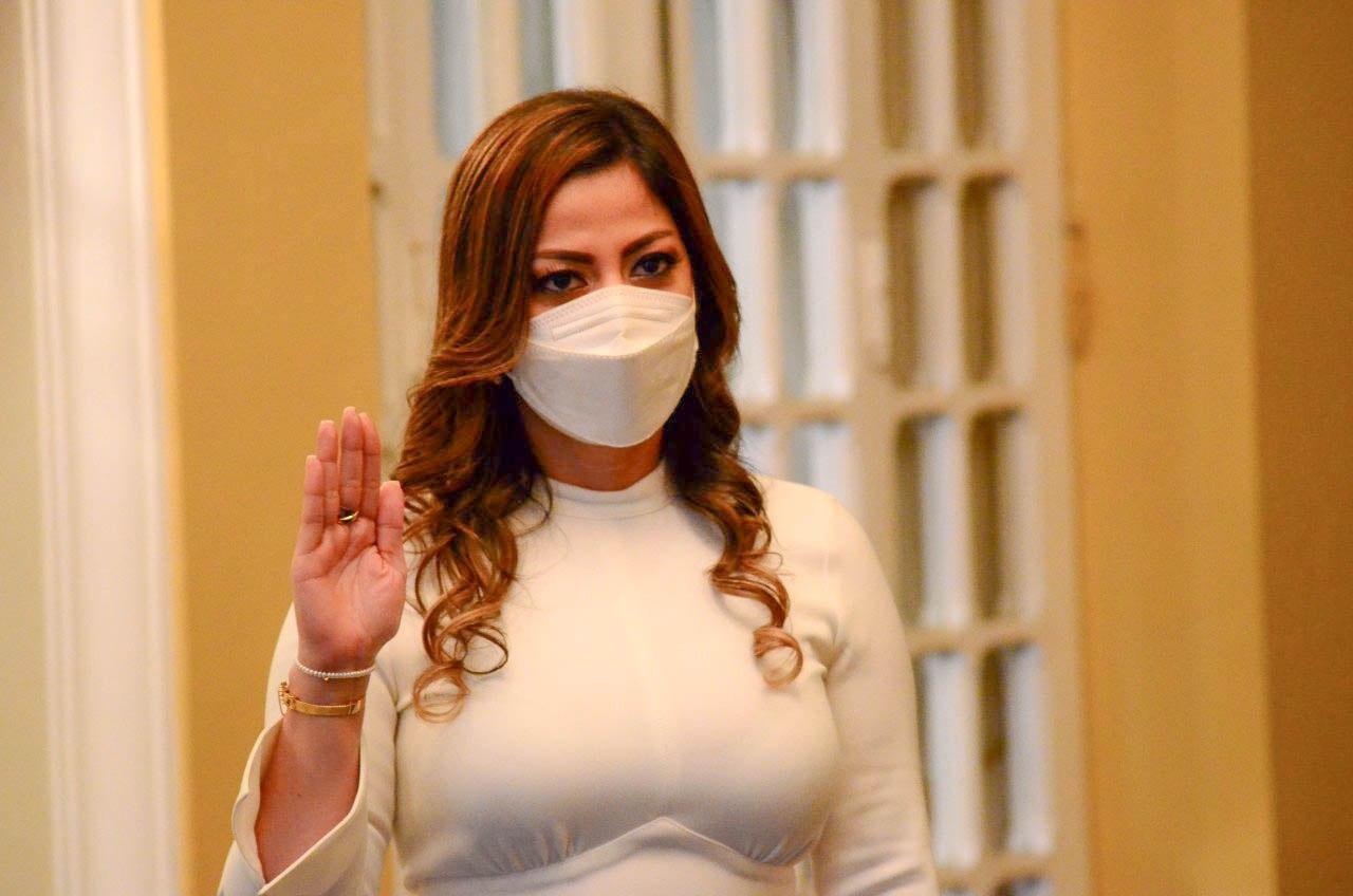 Bukele delega doble cargo a Mónica Ayala en la Dirección Nacional de Medicamentos