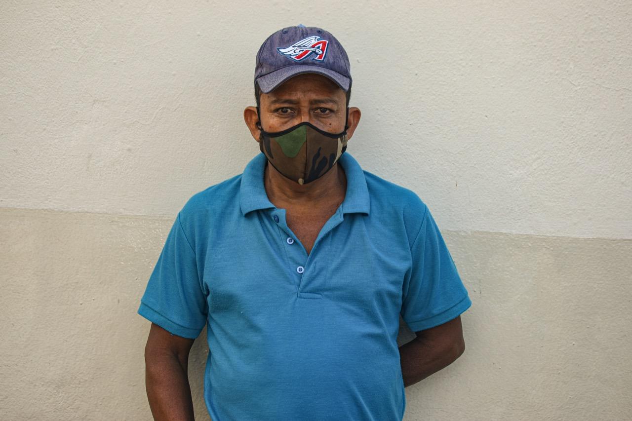 """Óscar Jiménez, 52 años  Llegó a Escuintla a los 12 años. Tras salir de la cárcel, se movió de casa por seguridad: """"Espero que todo se vuelva a reestructurar, no solo por mí, sino por toda la sociedad"""". Foto/Emerson Flores"""