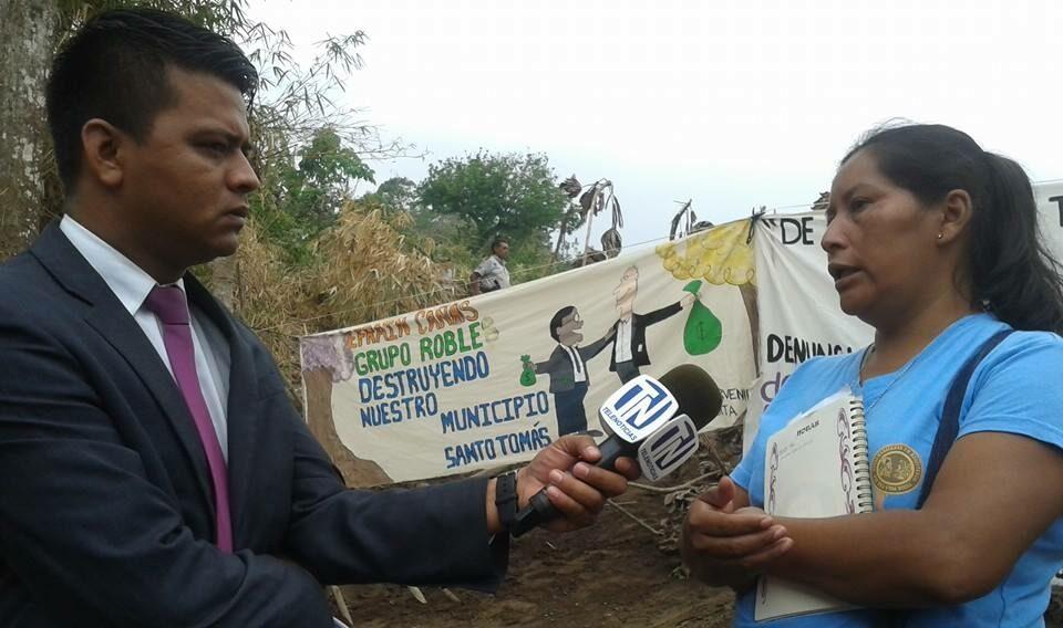 Líderes y activistas ambientales protagonizaron protestas frente a la construcción del Residencial Sierra Verde. En diferentes ocasiones la policía los sacó a la fuerza de la zona. En medio de las excavaciones fueron encontrados varios nacimientos de agua como los que se ven en las fotografías. Fotos: Cortesía/ Santo Tomás te necesita