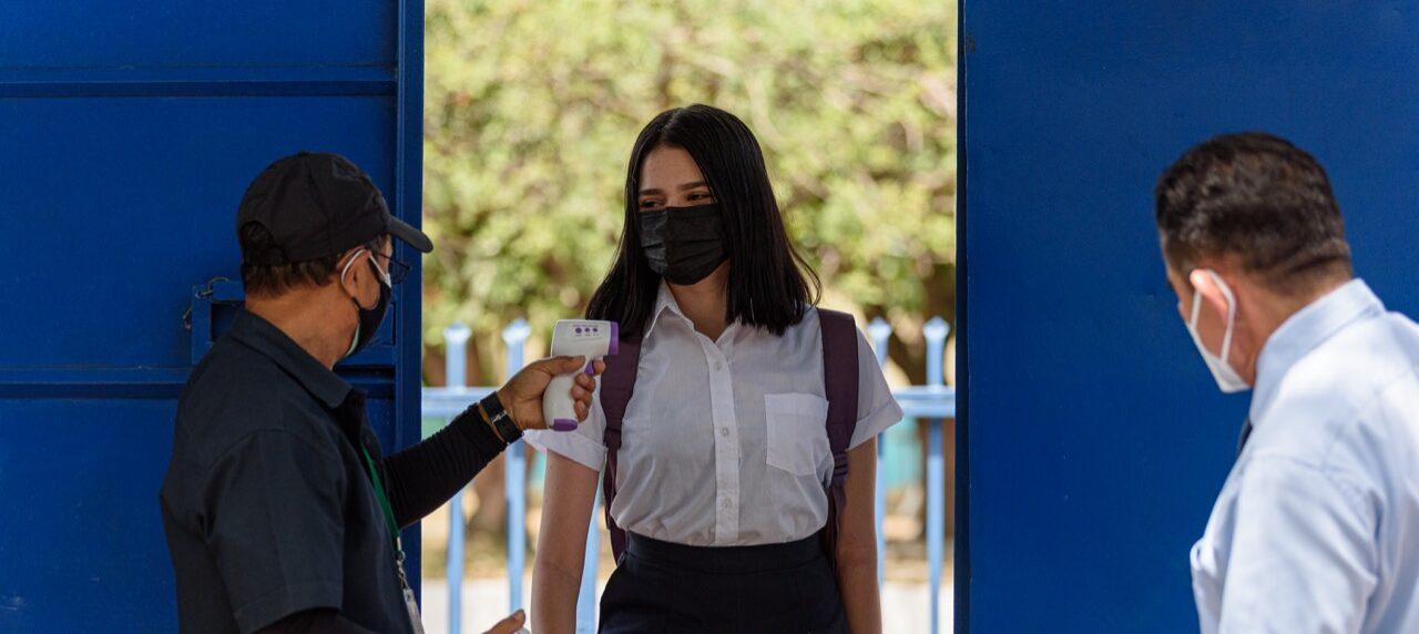 El Salvador: Estudiantes vuelven a las aulas después de 391 días de suspensión